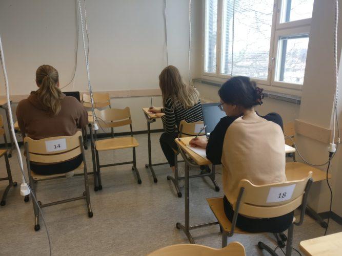 Abien koitos alkoi äidinkielen lukutaidon kokeella